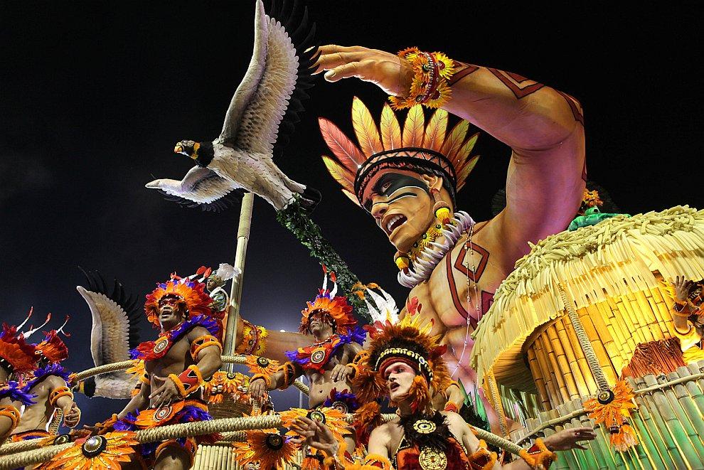 Кульминацией стал самый крупный и известный из карнавалов — карнавал в бразильском городе Рио-де-Жанейро