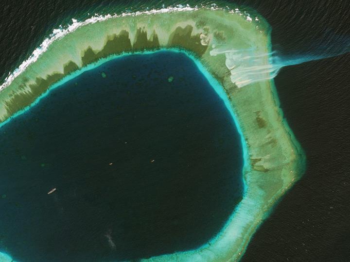 Риф Subi в Китае