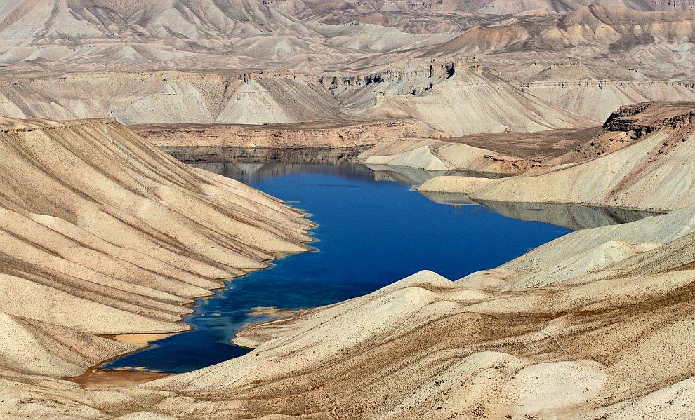 Банде-Амир — цепочка из шести бирюзовых озер, расположенных на высоте 3 000 метров в горах Гиндукуш