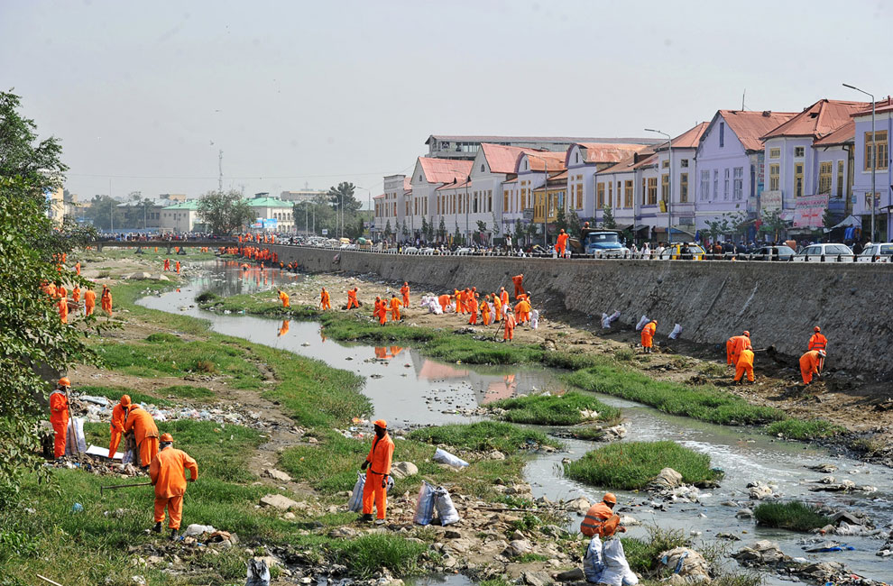 Очистка реки в Кабуле от мусора