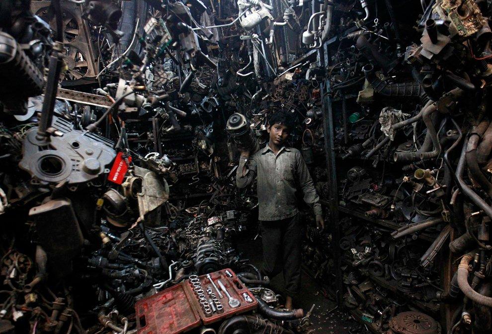 Кадр из Матрицы или автомастерская в Мумбаи, Индия