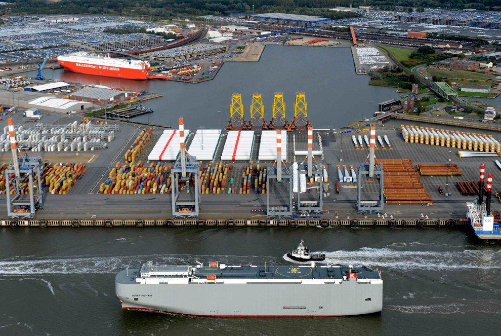 Бремерхафенский порт в Германии