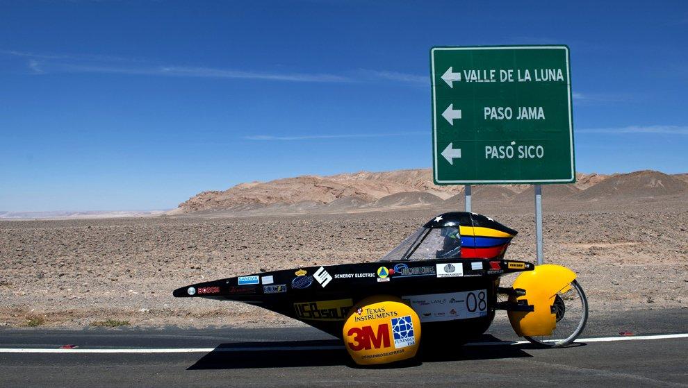 Гонки на автомобилях на солнечных батареях в пустыне Атакама