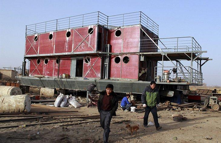 Китайский умелец Lu Zhenghai потратил все свои сбережения для постройки своей версии Ноева ковчега