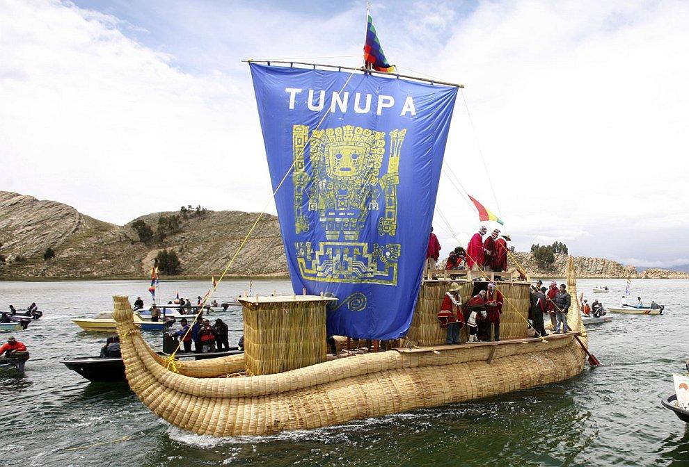 Обряд боливийские священников на озере Титикака, посвященный приближающемуся концу света