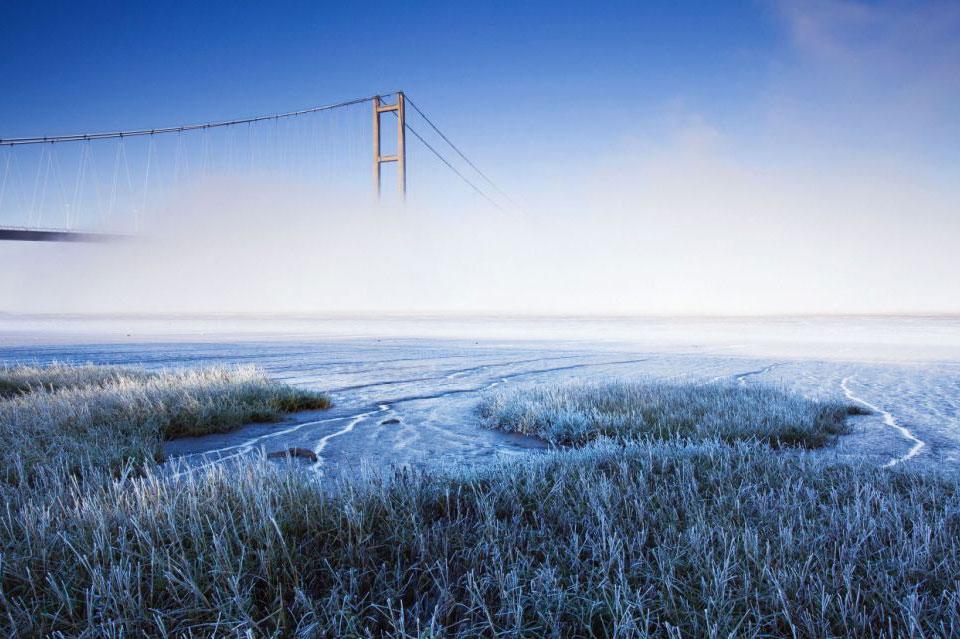 Мост Хамбер в тумане