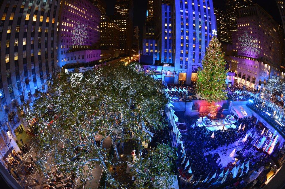 В центре Нью-Йорка зажглась главная рождественская елка, 28 ноября 2012.