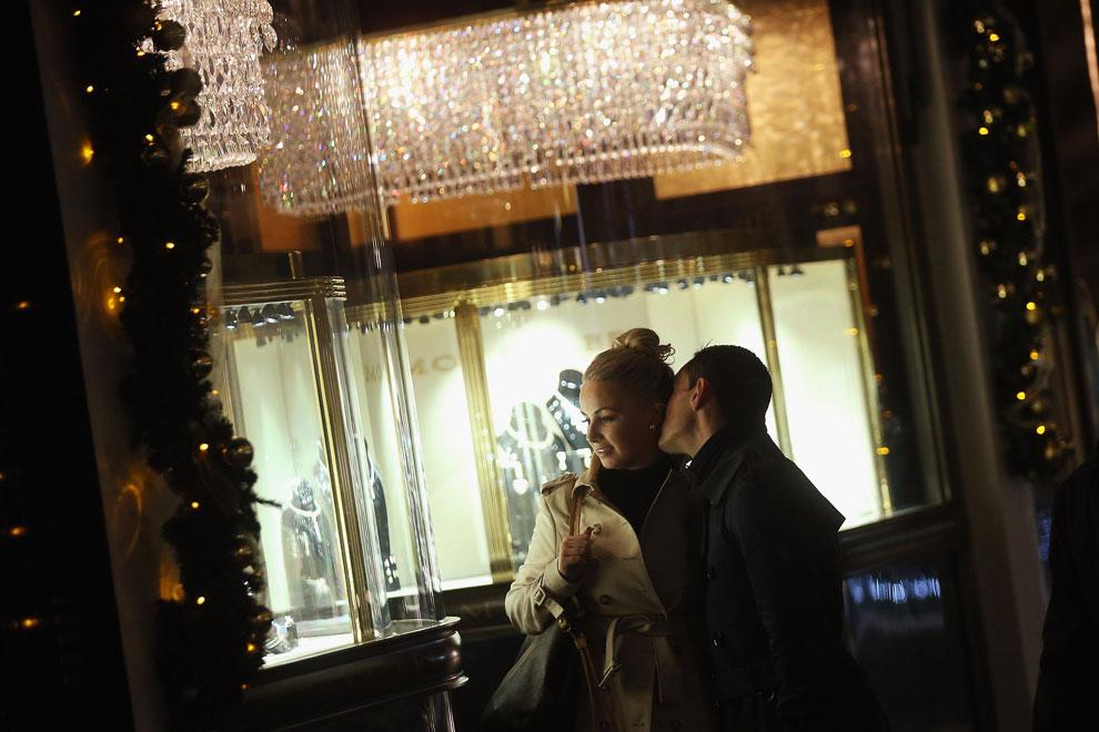 У ювелирного магазина на Нью Бонд стрит в Лондоне