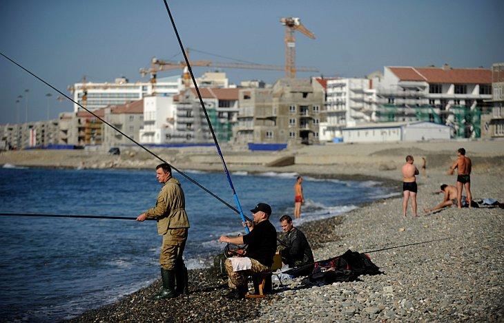 Рыбаки в Имеретинской низменности на побережье Черного моря