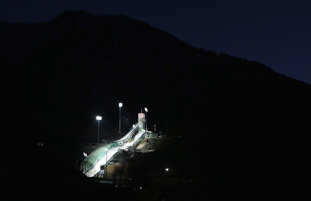 В ночи. Комплекс для прыжков с трамплина «Русские Горки»