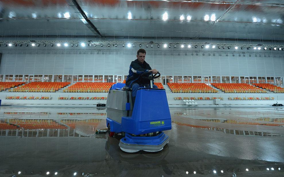 Внутри конькобежного центра «Адлер-Арена»