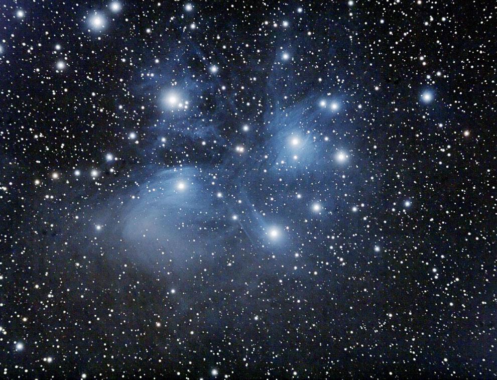 Это Плеяды — звездное скопление в созвездии Тельца