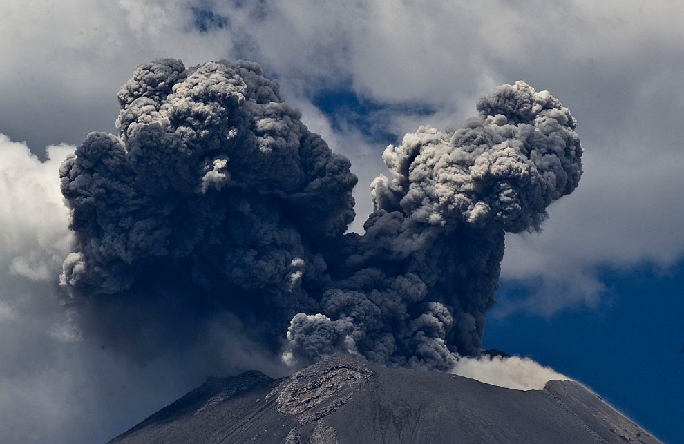 Попокатепетль — действующий вулкан в Мексике