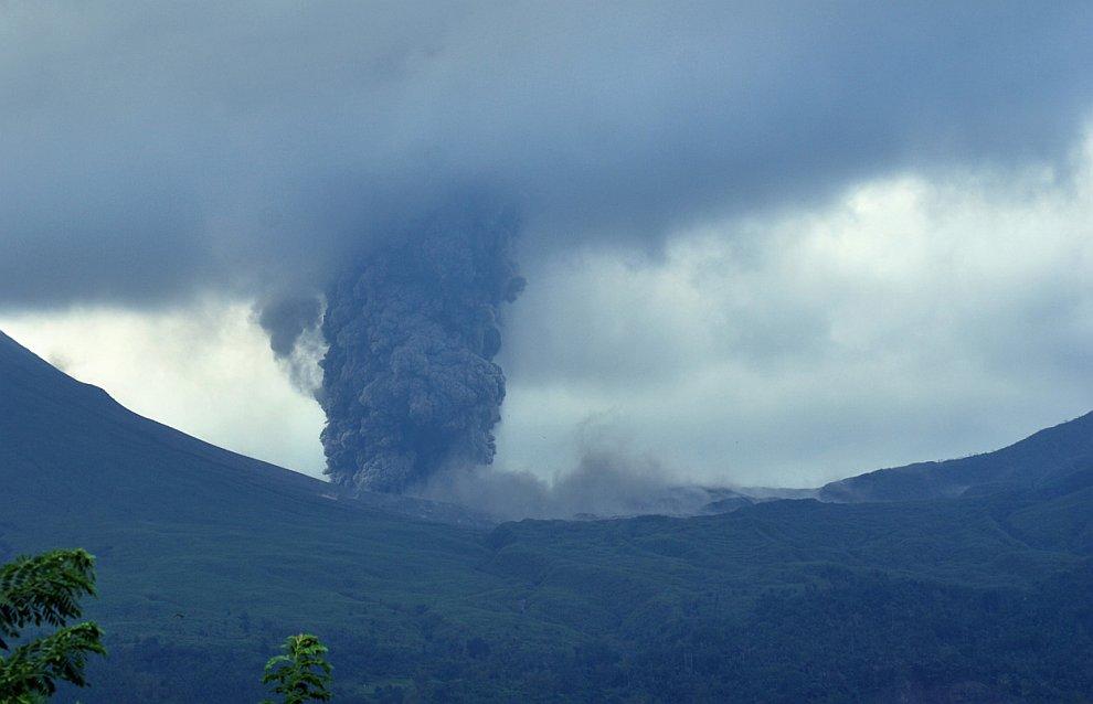 Действующий вулкан Локон