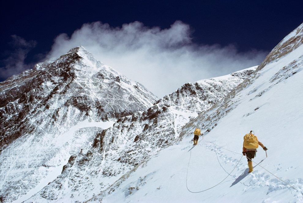 Первая американская команда штурмует гору Эверест