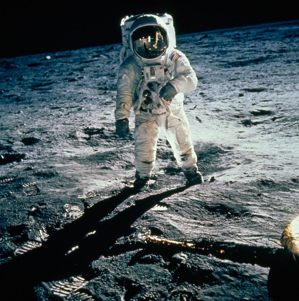 Знаменитая фотография: астронавт Базз Олдрин на Луне