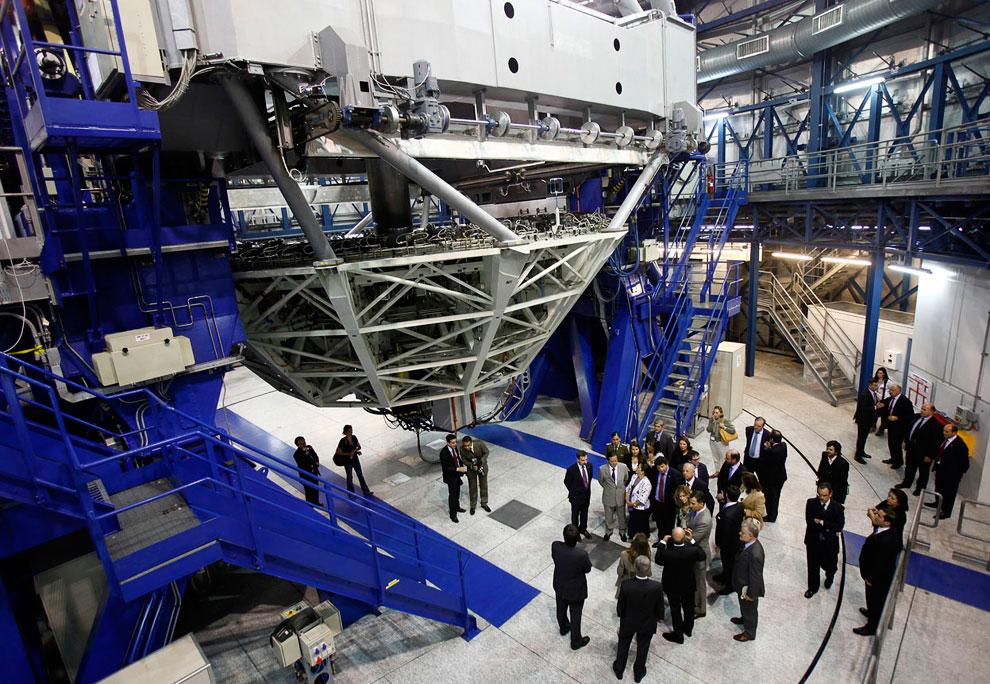 В Европейскую южную обсерваторию часто заглядывают знаменитости. Вот сюда приехал на экскурсию принц Астурийский Фелипе и его жена — ее Королевское Высочество принцесса Летиция Испанская