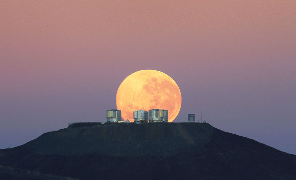 Очень Большой Телескоп (VLT) и Луна