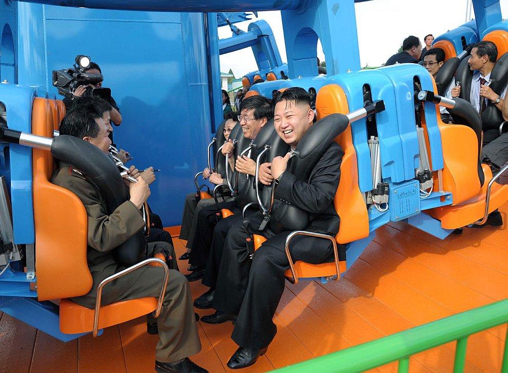 На церемонии открытия парка развлечений в Пхеньяне