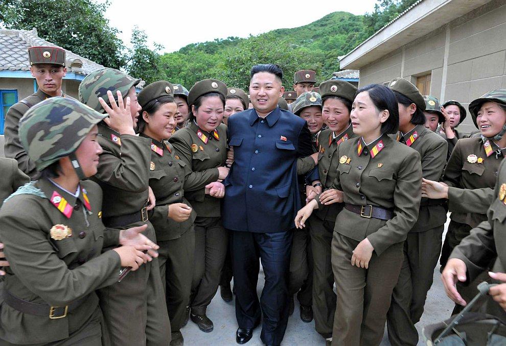 Ким Чен Ын время от времени посещает различные мероприятия и выходит в народ