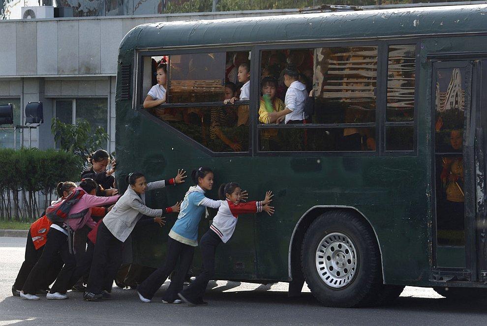 Общественный транспорт в Северной Корее не первой свежести