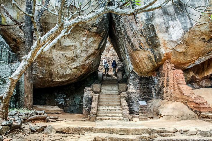 Сигирия — удивительный город на вершине скалы