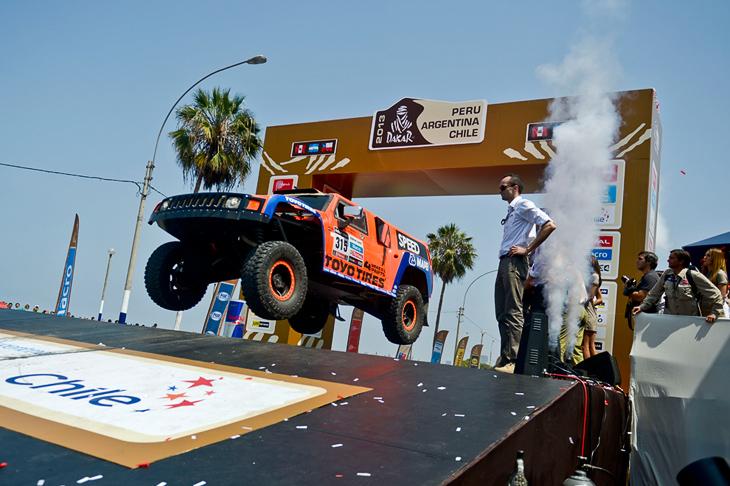 Резвый старт американца Робби Гордон на Хаммере, Лима, Чили