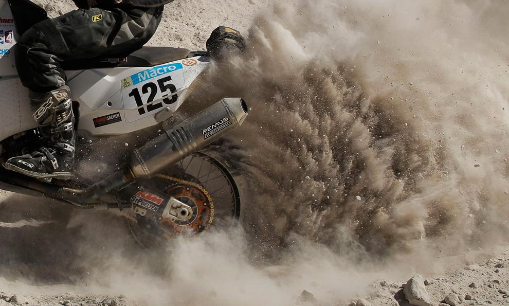 Австрийский гонщик Фердинанд Крейдл штурмует на 4-м этапе ралли (Наска — Арекипа) в Перу