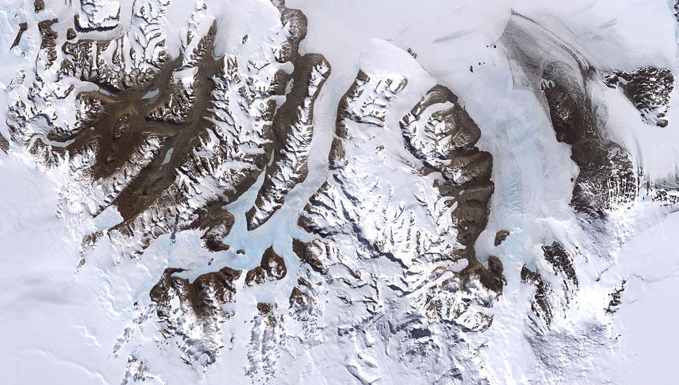 Вид Сухих Долин Мак-Мердо из космоса