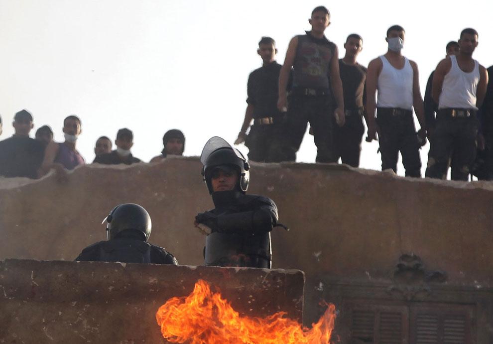 Уже 5-й день в египетских городах не прекращаются столкновения протестующих с силами полицией, охраняющими госучреждения