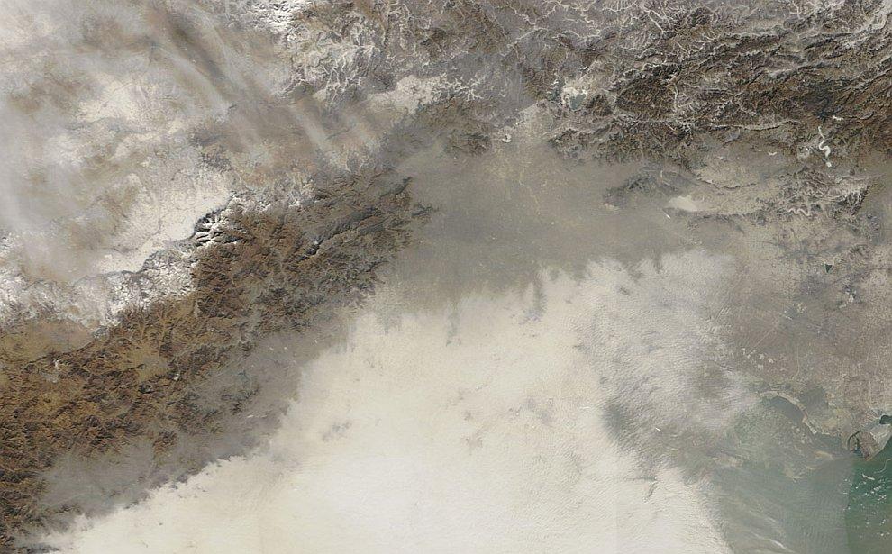 Фотография со спутника. Пекин находится вверху в центре