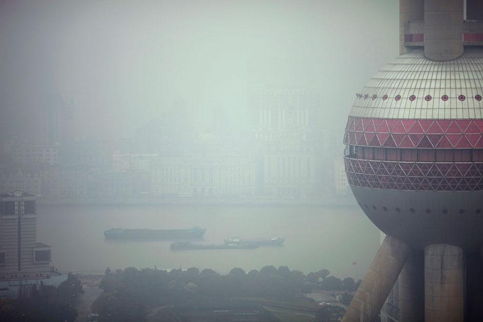 Телебашня «Восточная жемчужина» в ядовитом смоге