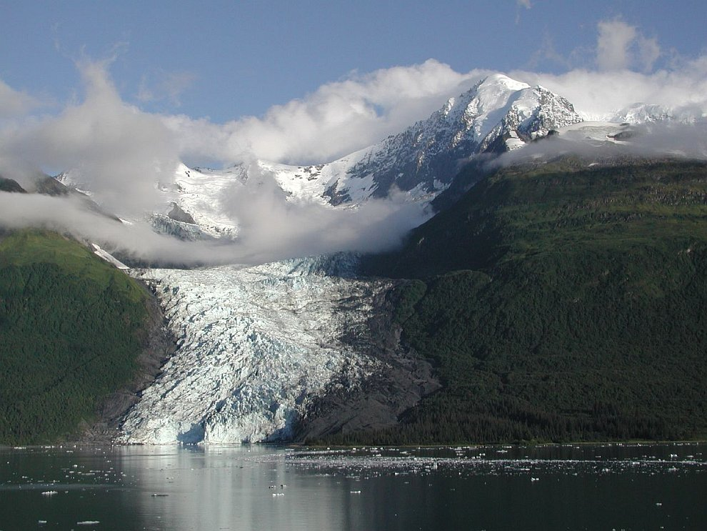 Современные ледники покрывают площадь свыше 16 млн. кв.км., или около 11 % суши