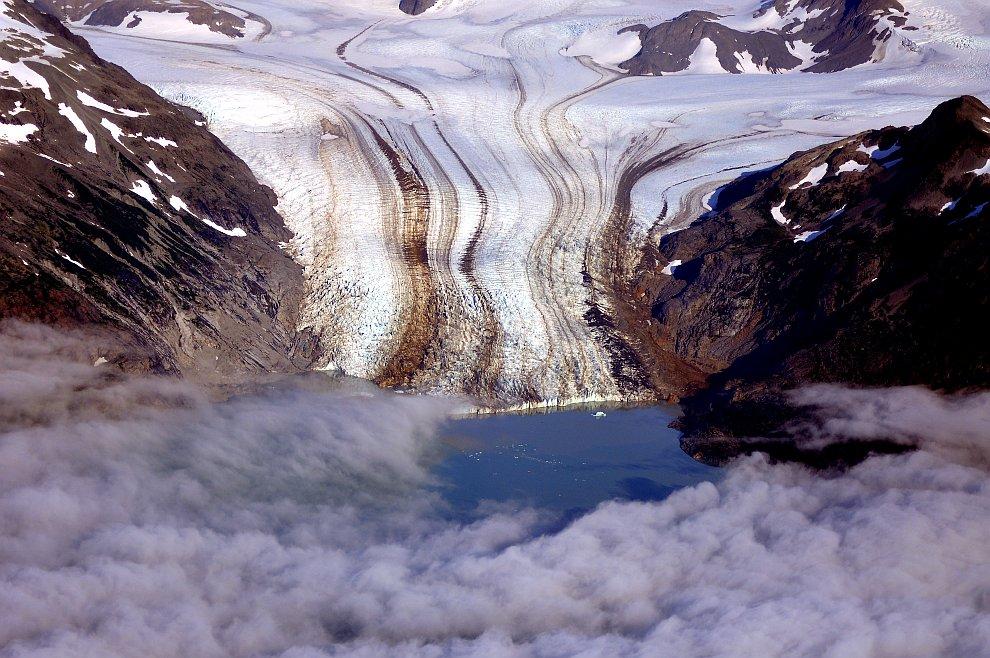 Красивый ледник в заливе Halo
