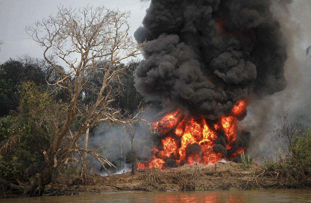 Природе Нигерии дорого обходится воровство сырой нефти. Это цена «черного золота»