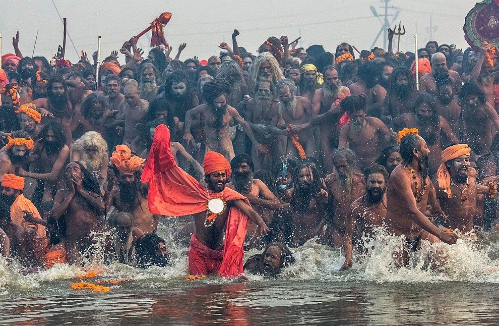 Около 11 миллионов индусов к концу дня приняли участие в купаниях в реке