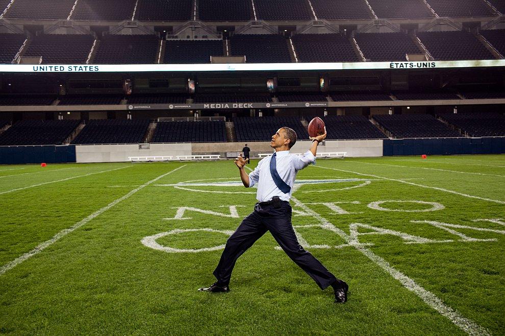 Обама на футбольном поле