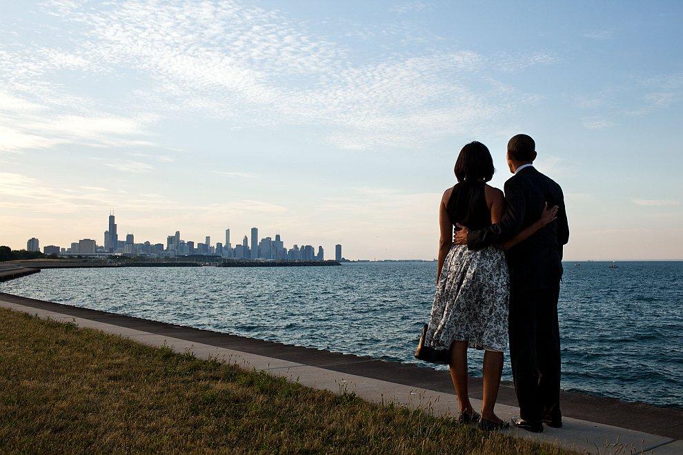 Президент и первая леди на берегу озера Мичиган