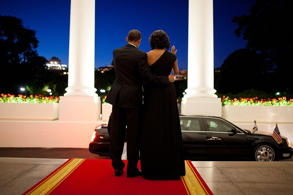 Президент и первая леди прощаются с президентом Израиля Шимоном Пересом после обеда в Белом доме