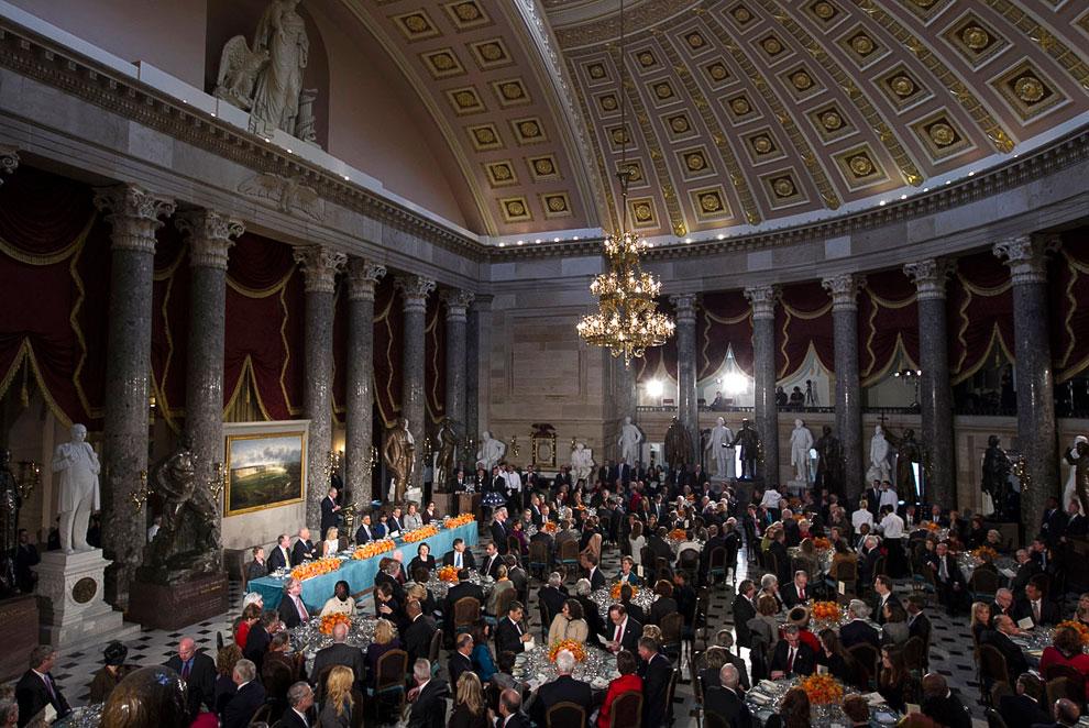 Потом был торжественный обед для избранных в Скульптурном зале в Капитолии США