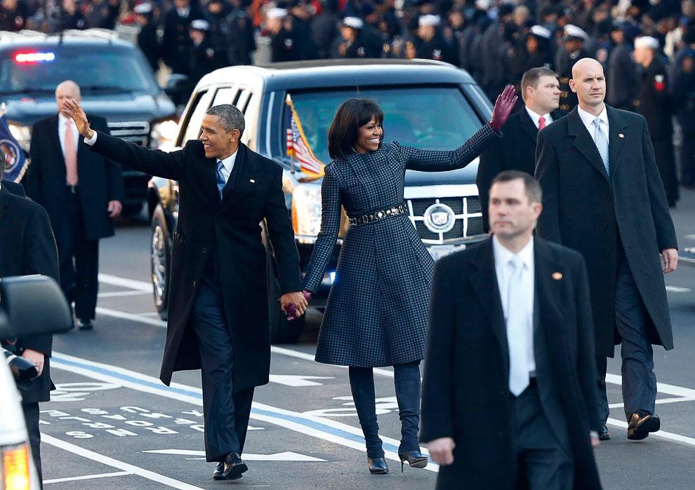 Часть пути президент Барак Обама и его жена Мишель прошли пешком, чтобы поприветствовать толпы американцев
