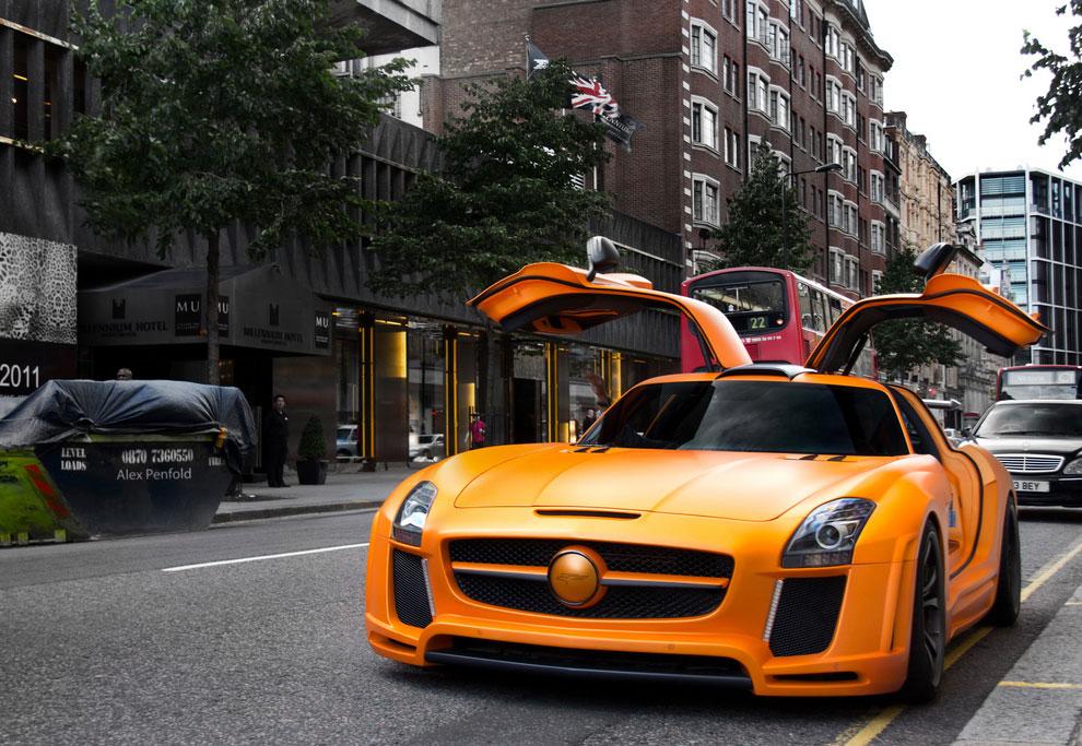 Оранжевый автомобиль
