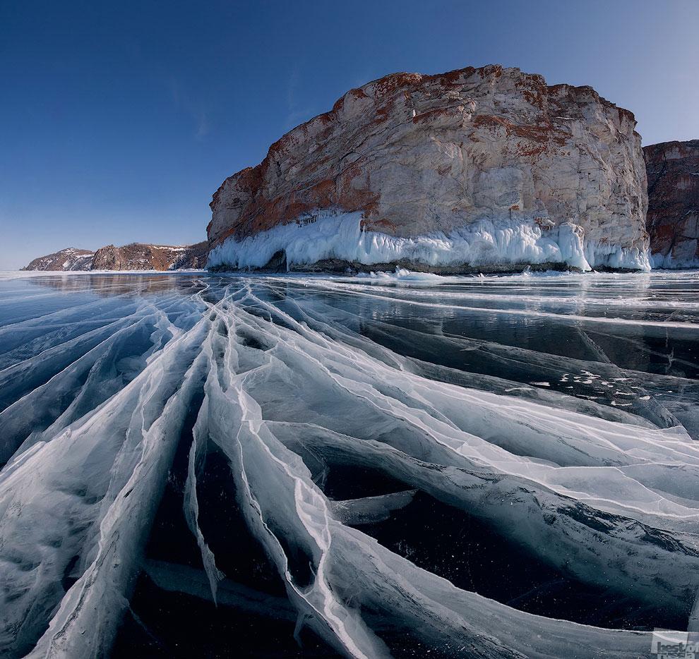 Фотография из моей экспедиции 2012 года по Байкалу на коньках