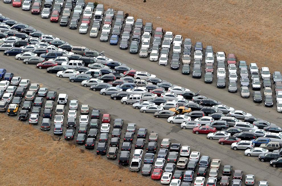 На этой площадке под Нью-Йорком находятся 15 000 пострадавших от урагана Сэнди автомобилей