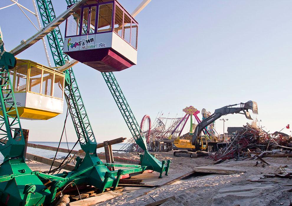 Разбор завалов на месте бывшего парка развлечений в Атлантик-Сити