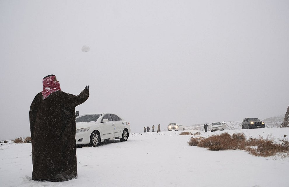 Пустыню в Саудовской Аравии завалило снегом