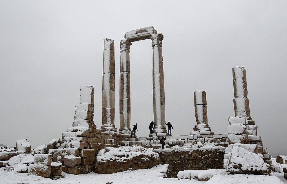 В Цитадели Аммана можно было поиграть в снежки
