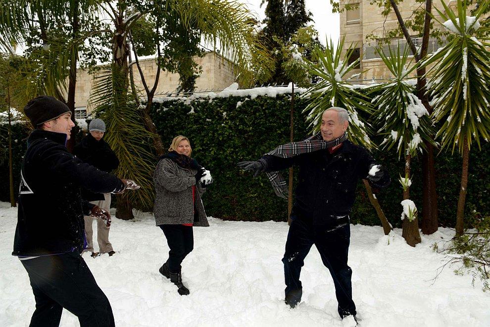 Премьер-министр Израиля Биньямин Нетаньяху со своей семьей в Иерусалиме