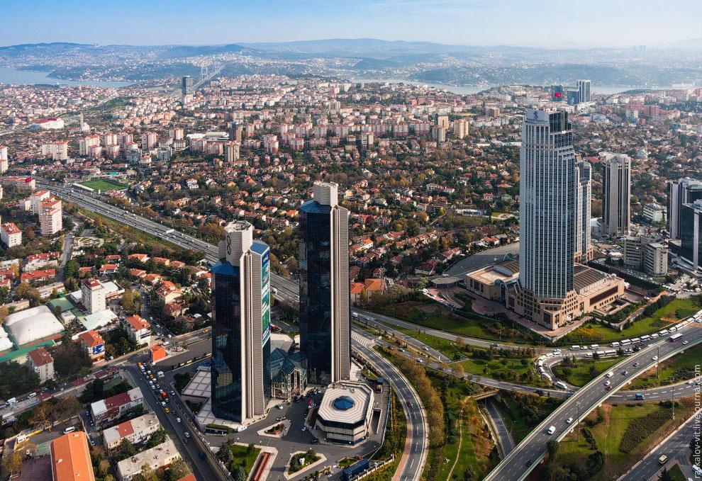 Башни Сабаник и главное здание Стамбул-банка