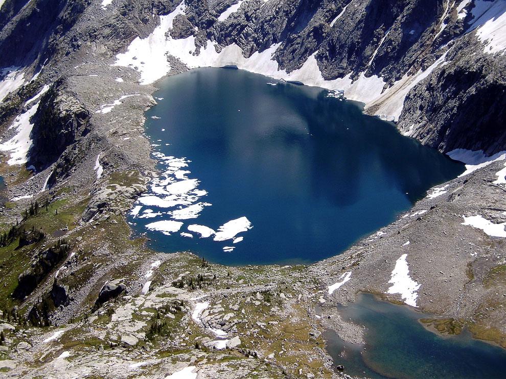 Озеро Mulvey в Британской Колумбии